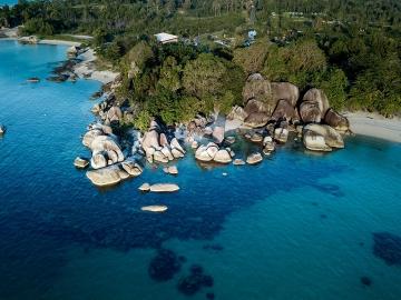 Wisata Pantai Tanjung Tinggi, Salah Satu Objek Wisata Terpopuler di Belitung